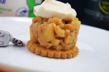 Galette sablée, compotée de pommes au cidre et caramel et crème crue