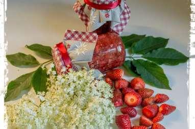 Confiture aux fleurs de sureau et aux fraises