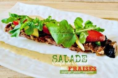 Salade sucré-salé tiède au confit de canard et fraises
