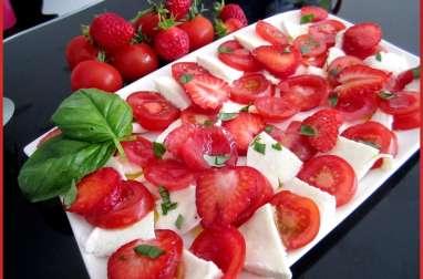 Salade de tomates et de fraises