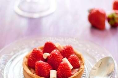 Tartelettes à la compote de rhubarbe et aux fraises