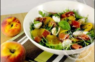 Salade caprese de pêche et jambon de Parme
