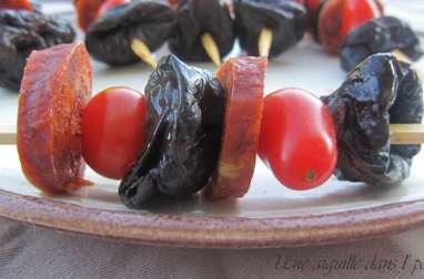 Brochettes chorizo, tomates et pruneaux