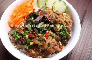 Vermicelles de riz au porc grillé à la citronnelle
