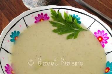 La petite soupe chaude de concombres et courgette