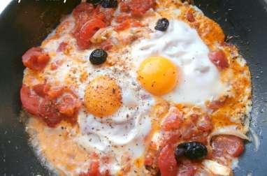 Poêlée de tomates au fromage de brebis et œufs