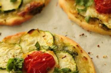 Pizettes pesto-courgettes