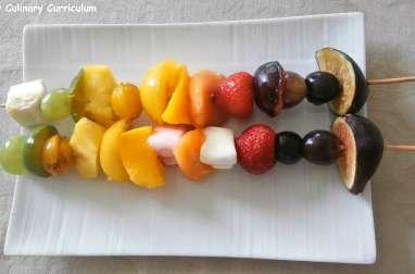 Brochettes de fruits arc en ciel juste poêlées au miel