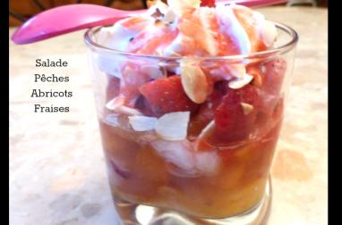 Salade de pêches et abricots à la mousse de fraises