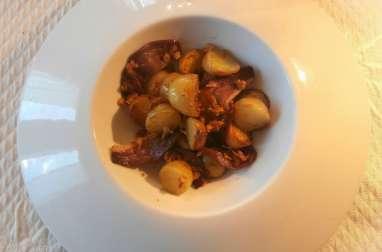 Pommes de terre grenailles au magret de canard fumé et oignons frits