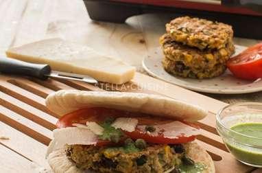 Sandwich végétarien à l'italienne : roquette, tomates, parmesan