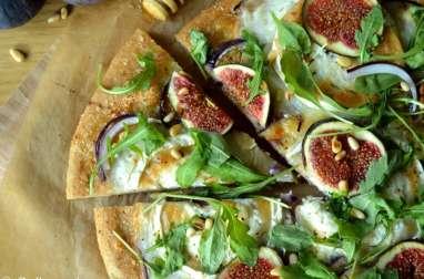 Pizza à la farine complète aux figues et au chèvre
