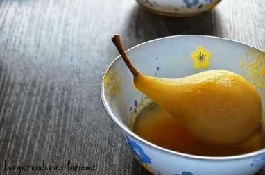 Poires pochées au sirop d'orange à la cannelle