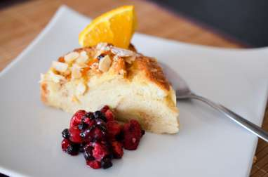Pudding brioché à l'orange et aux fruits rouges