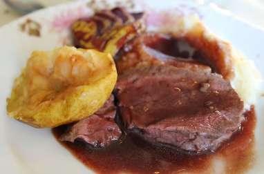 Filet de chevreuil en sauce au vin, mariné