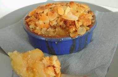 Crumble pomme poire et figue, caramel beurre salé