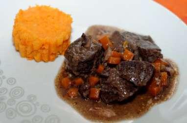 Joue de bœuf braisée comme une daube, purée de carottes pomme de terre