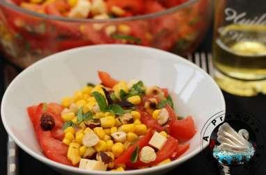 Salade tomates, maïs, gruyère aux noisettes grillées