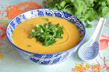 Soupe thaï courge et lentilles corail
