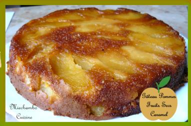 Gâteau aux pommes et fruits secs au caramel