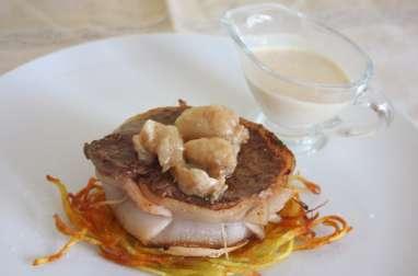 Tournedos de rumsteck au foie gras, pommes paillasson et moelle