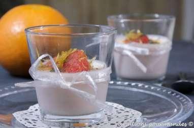 Panna cotta aux pomélos et mascarpone, segments de pomélos rôtis aux épices, zestes confits
