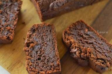 Le cake végétal au chocolat noir et au praliné