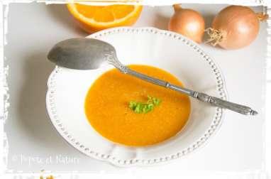 Soupe au potimarron, lentilles corail et épices