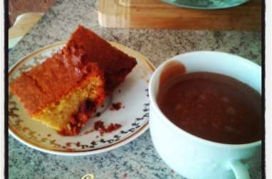 Cake au jus d'orange, cerises séchées et amandes hachées