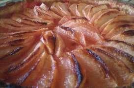 Tarte aux pommes au sirop de pralines roses Saint Genis