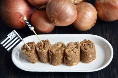 Roulés de crêpes au confit d'oignons de Roscoff