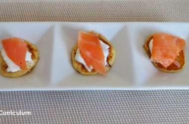 Poffertjes (mini crêpes hollandaises) au saumon fumé