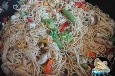 Salade de nouilles chinoises aux sésames sauce au beurre de cacahuètes