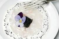 Carpaccio de saint-jacques et caviar