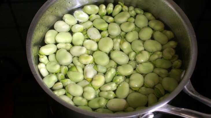 Éplucher les fèves et cuisson des fèves - recette des fèves cuites