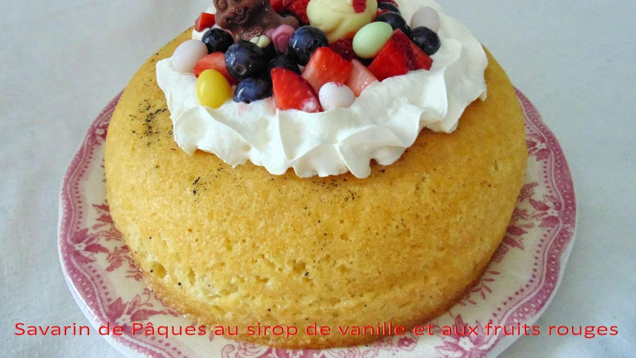 Savarin de Pâques au sirop de vanille et aux fruits rouges