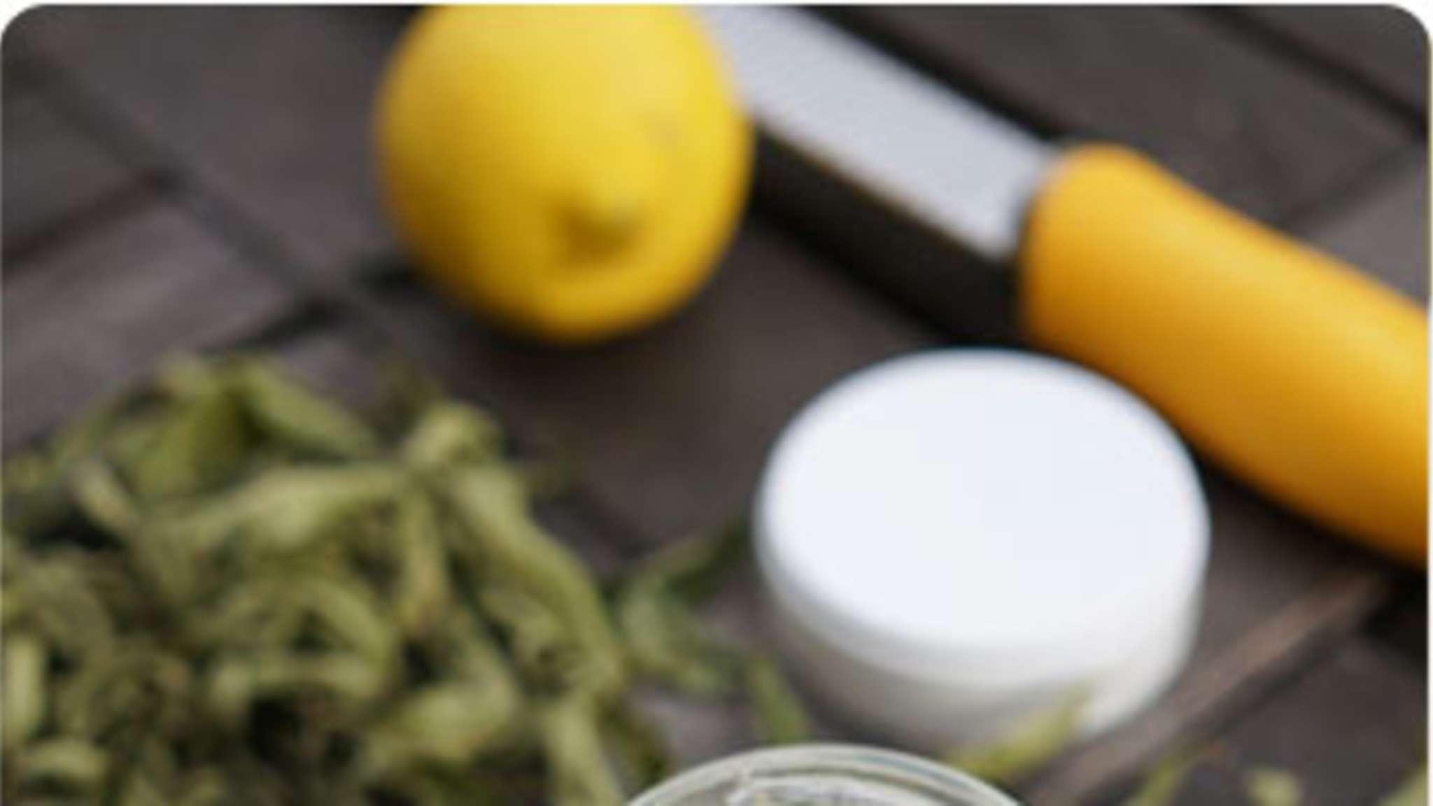 Yaourts maison à la verveine et au citron