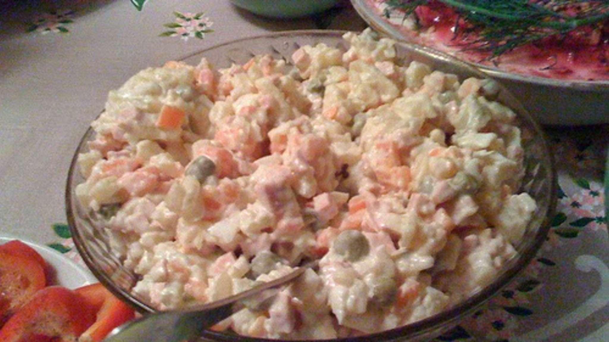 Salade de poulet, pommes de terre, carottes, petits pois, en mayonnaise (Argentine)