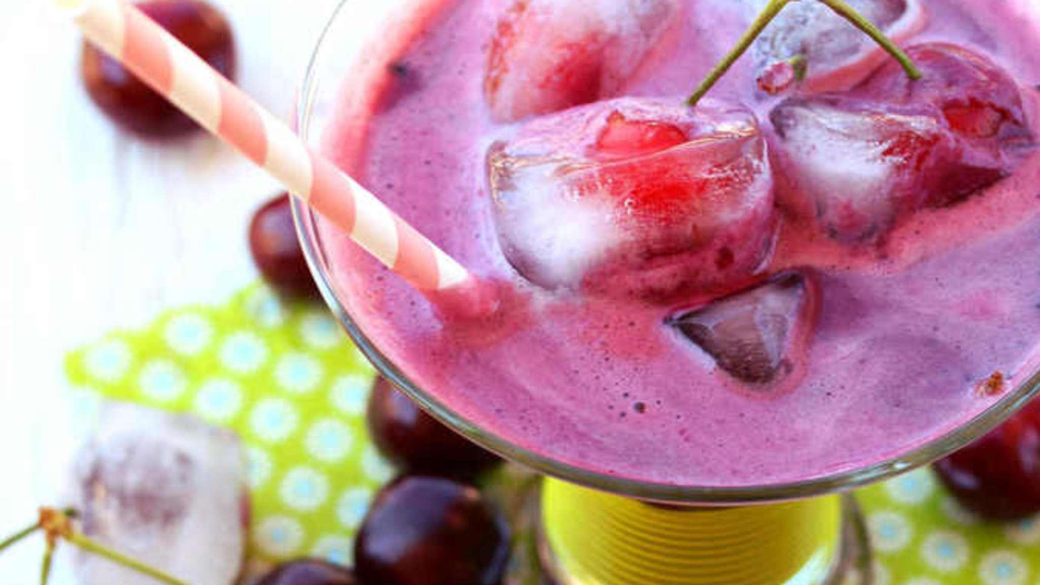 Milk shake végétal aux cerises et lait d'amande