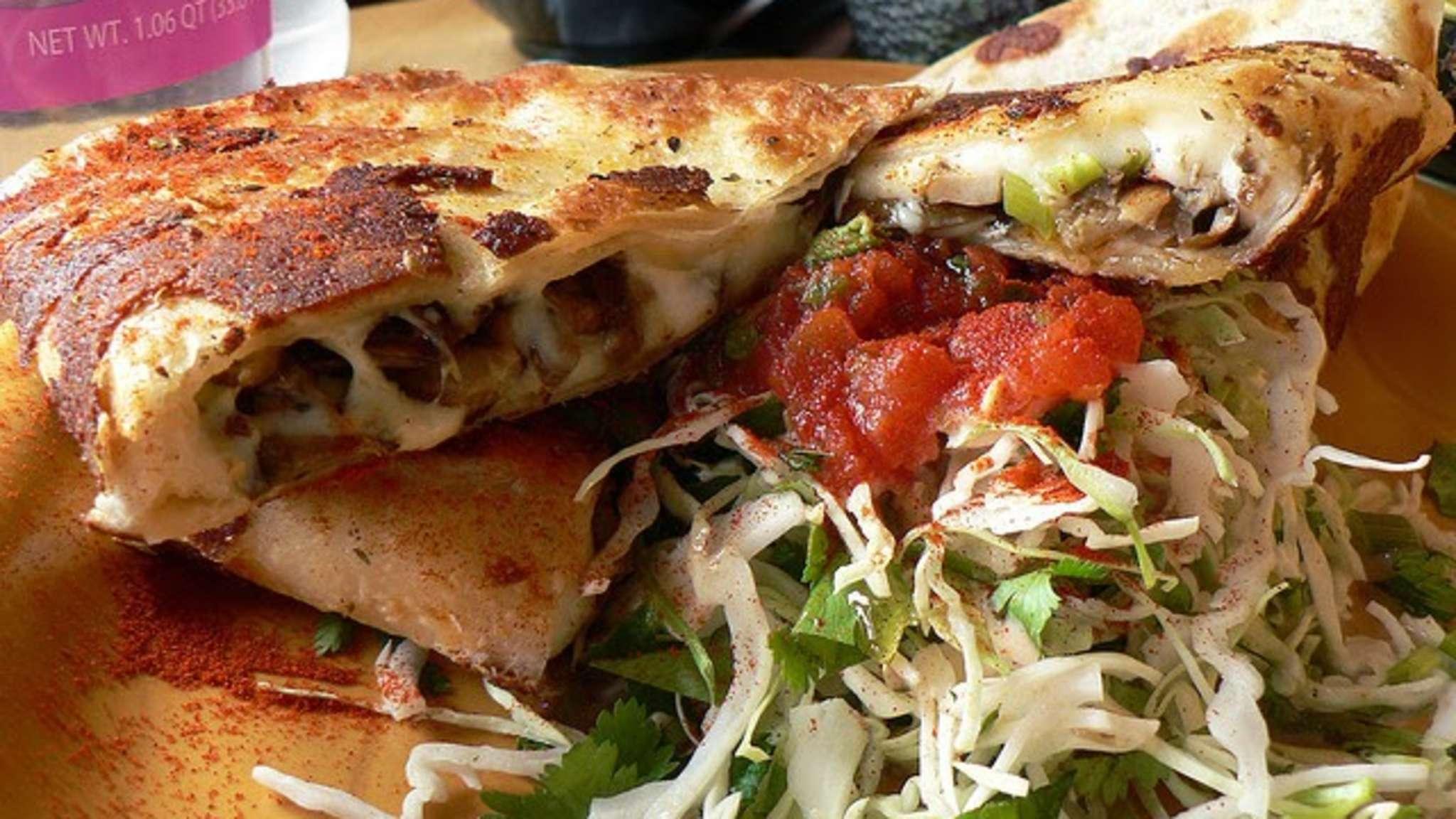 Quesadillas au poulet, mozzarella, avocat, salsa tomates (Mexique)