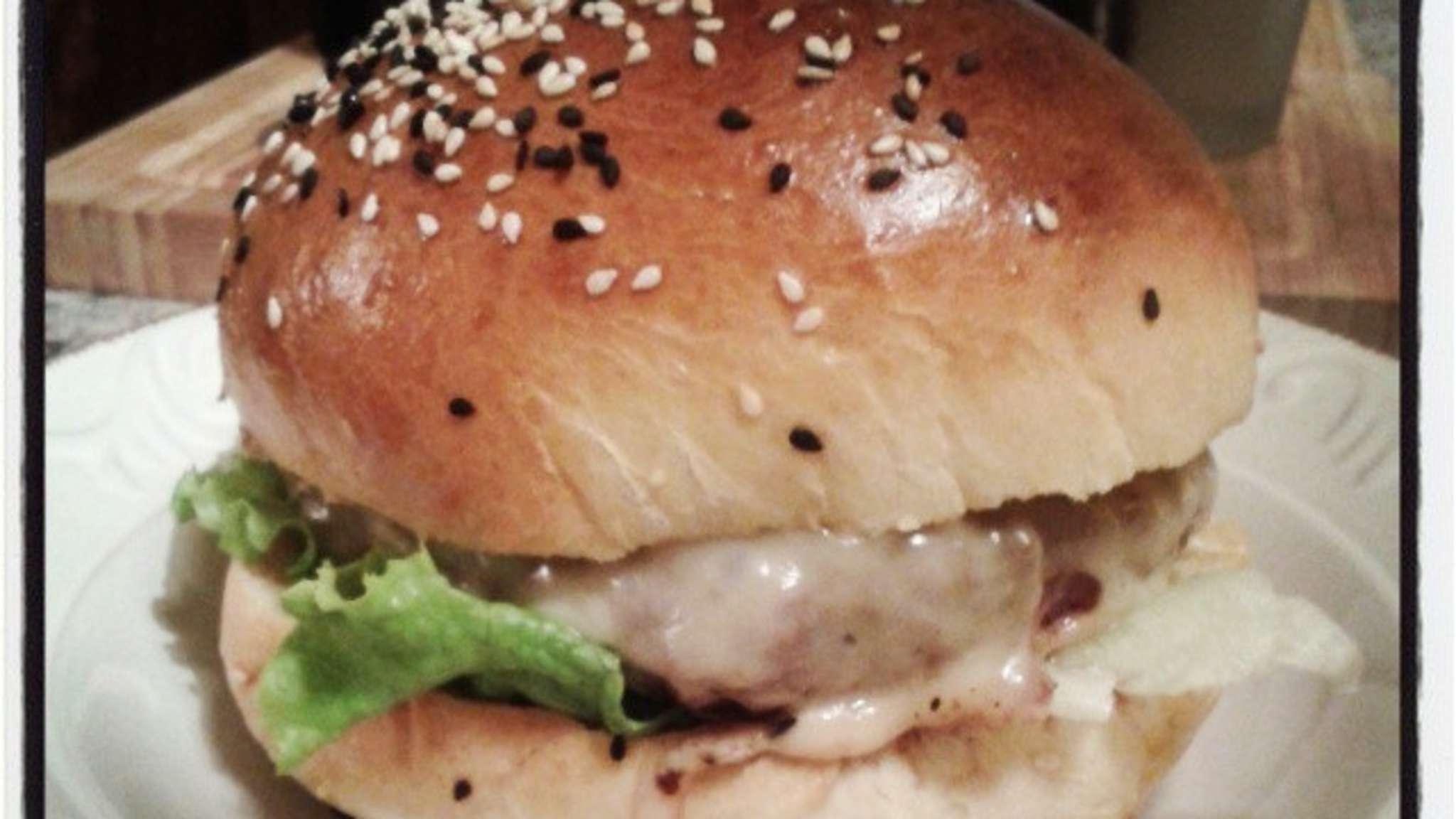Burger maison au gouda, oignons et sauce façon big mac
