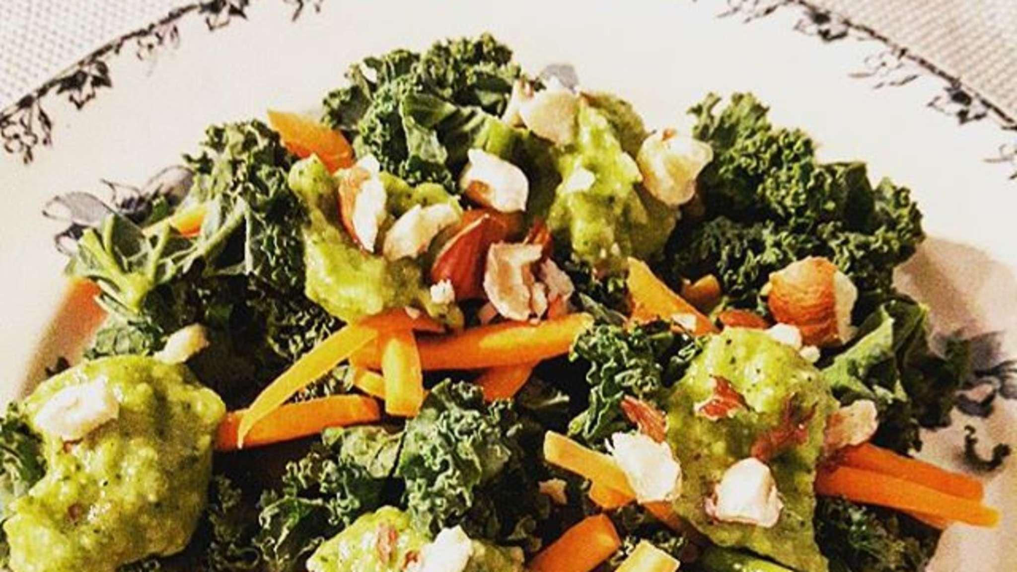 Salade de chou kale à la crème de courgette