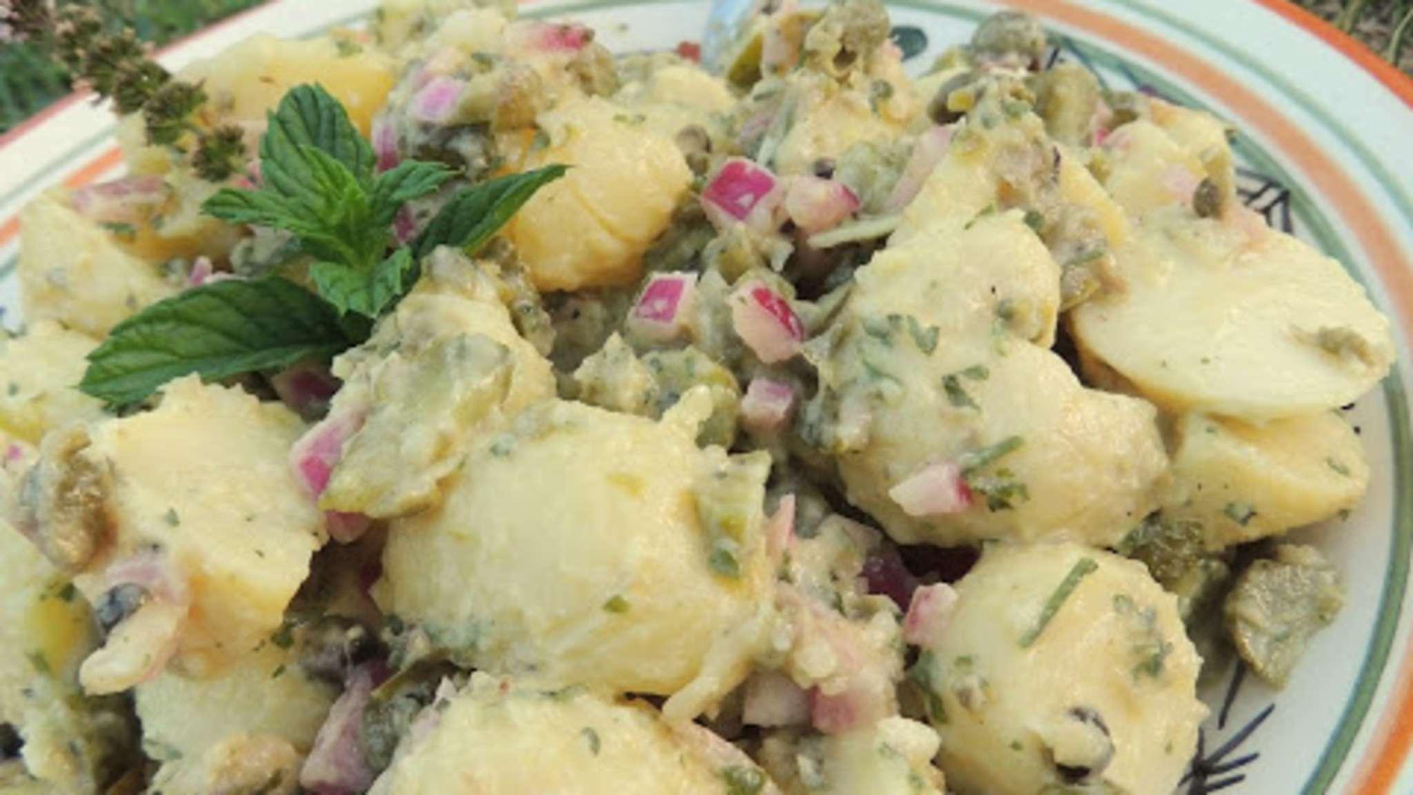 Salade de pommes de terre câpres et cornichons