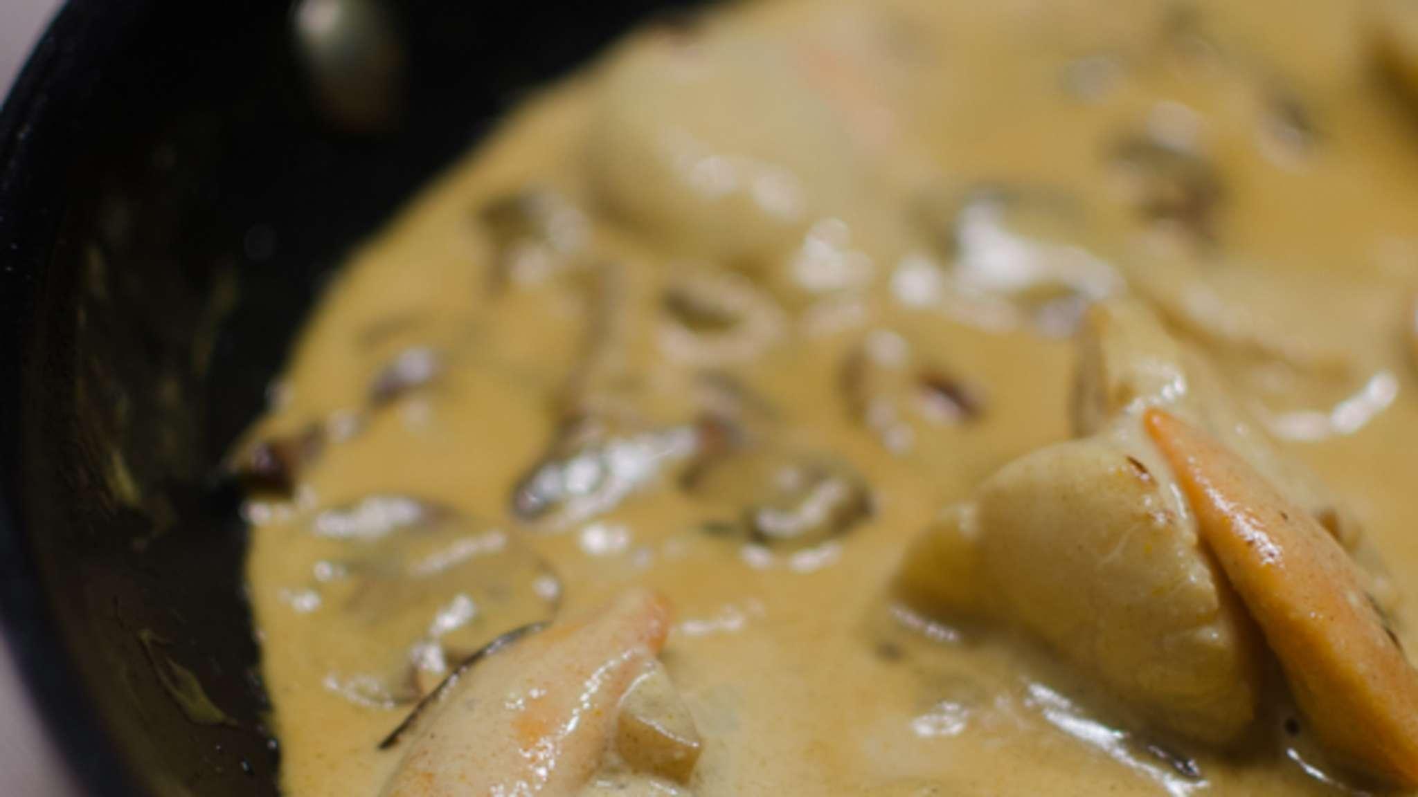 Coquilles st jacques à l'huile de coco et au curry