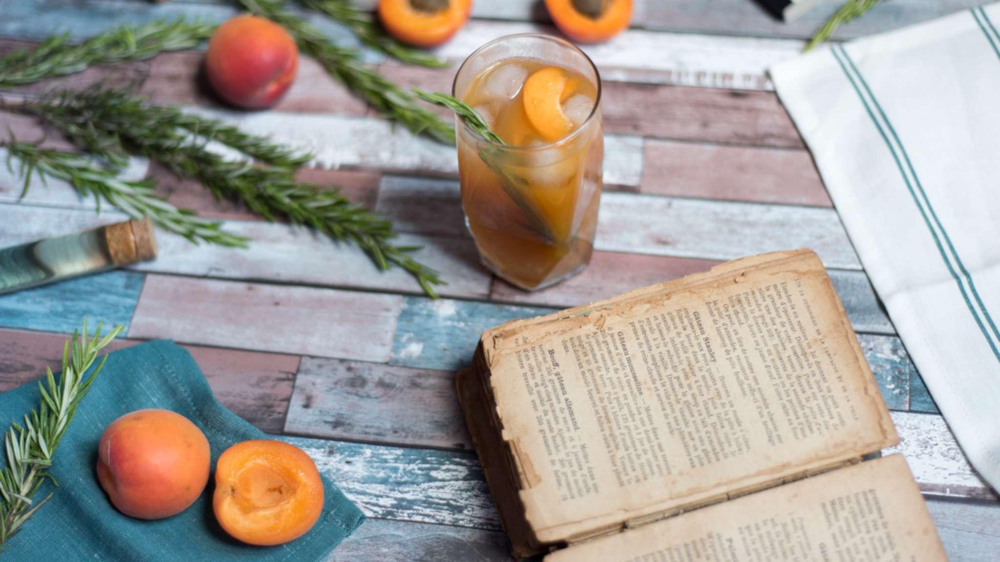 Grandma's apricot pie cocktail