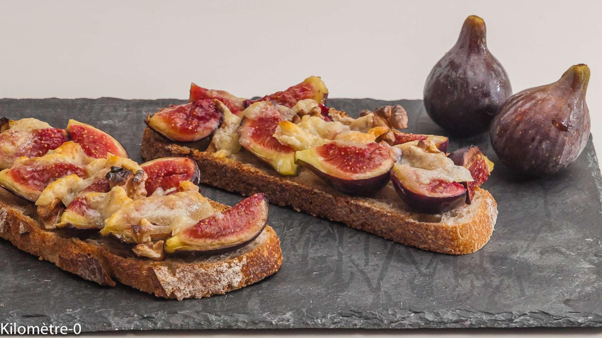Tartine aux figues, noix et pecorino