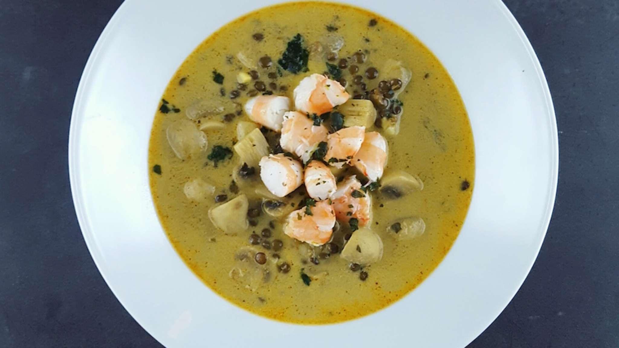 Soupe de crevettes, champignons et lentilles au curry