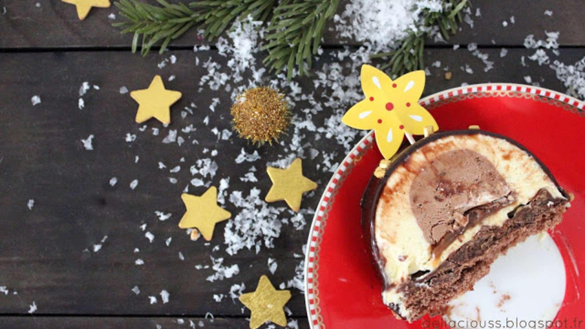 Bûche chocolat, croustillant gavotte, caramel coulant et vanille mousseuse