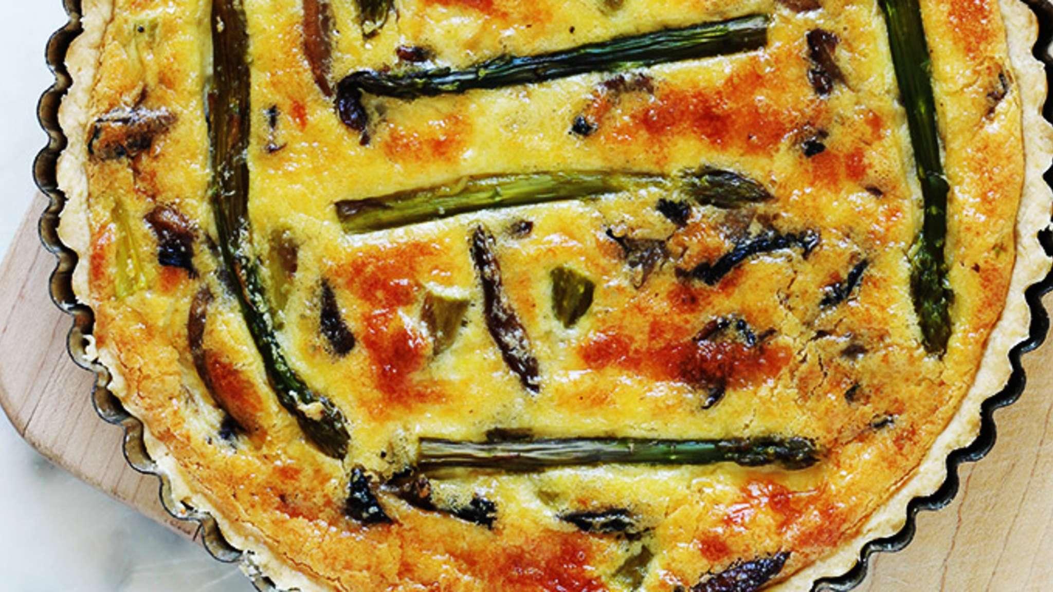 Quiche aux asperges, fromage et champignons