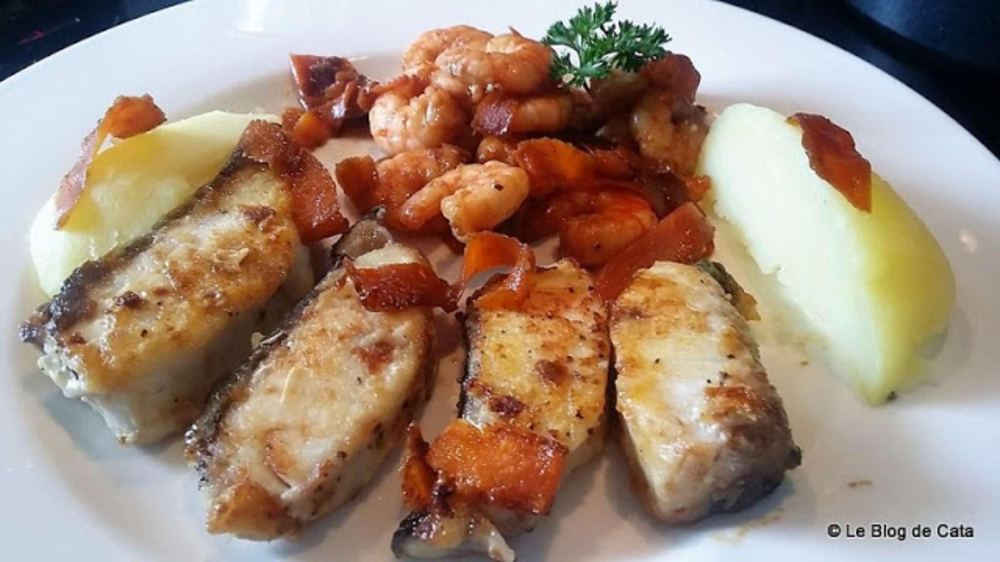 Poisson Corvina Rex (maigre) et crevettes à la sauce soja